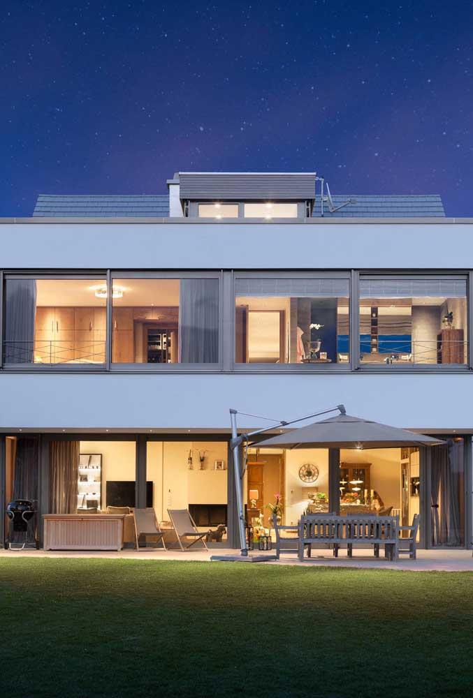 E mesmo que o telhado não fique todo aparente, vale a pena apostar na resistência e durabilidade das telhas shingle