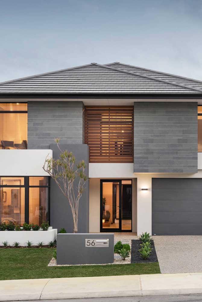 Casa moderna com telhado e fachada na mesma cor