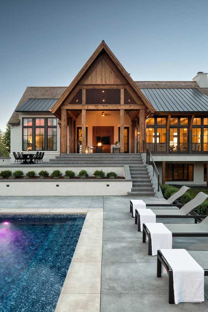 Nas casas grandes e luxuosas, a telha shingle também se destaca
