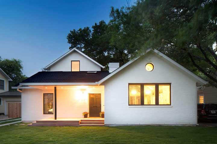 Casa simples com telhas shingle. Um diferencial para qualquer construção