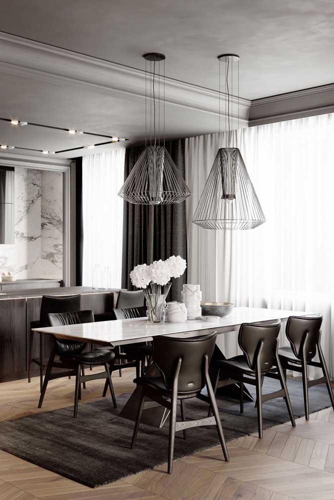 E para quem deseja chegar no grau máximo da elegância e da sofisticação, a melhor pedida é a mesa de mármore na sala de jantar