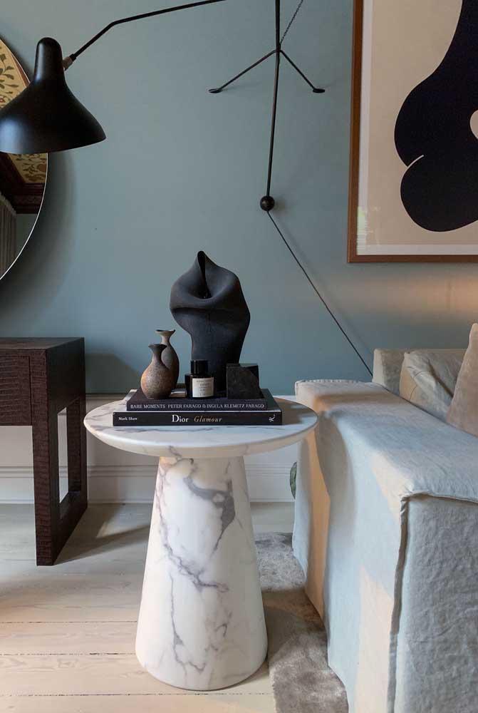 Mesa lateral de mármore para deixar qualquer sala mais refinada