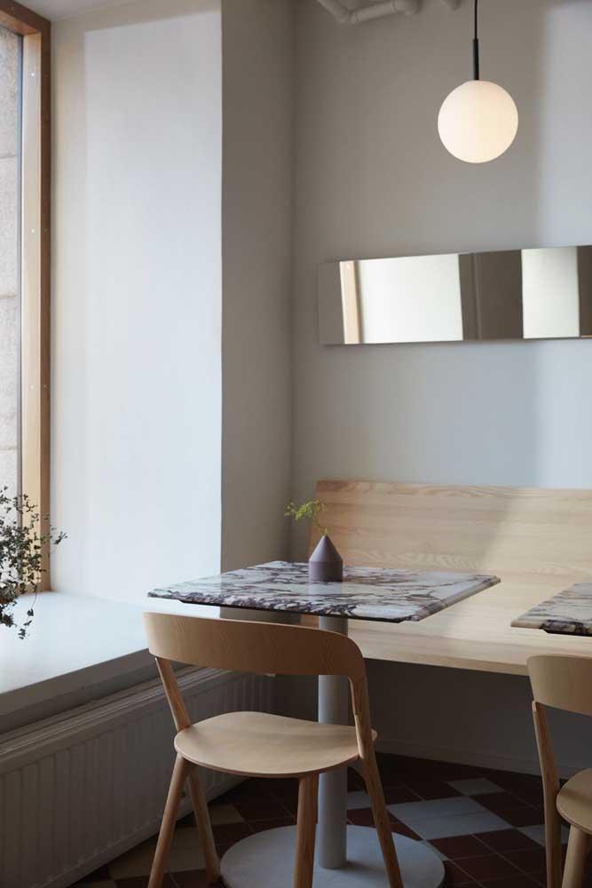 Mesa de mármore para o canto alemão da casa: elegância nos menores projetos