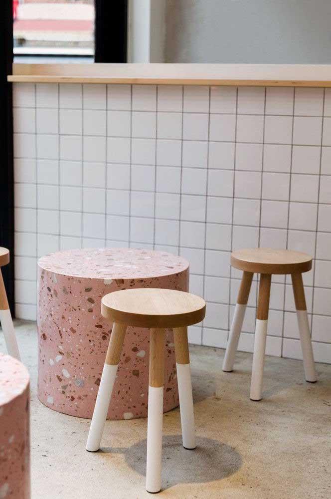 Mesinhas super modernas e descoladas feitas em marmorite