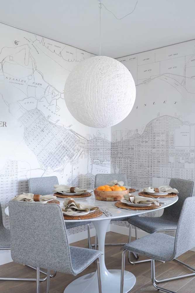 Sala de jantar moderna com mesa redonda de mármore