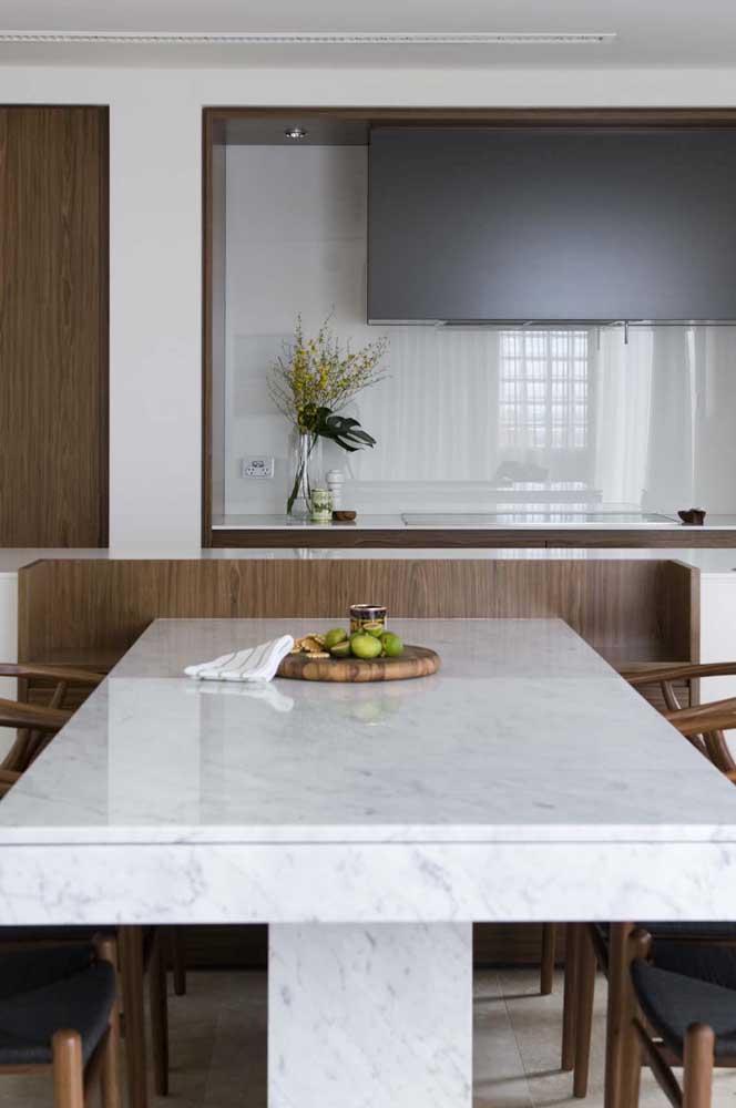 Mesa de jantar de mármore: dos pés ao tampo