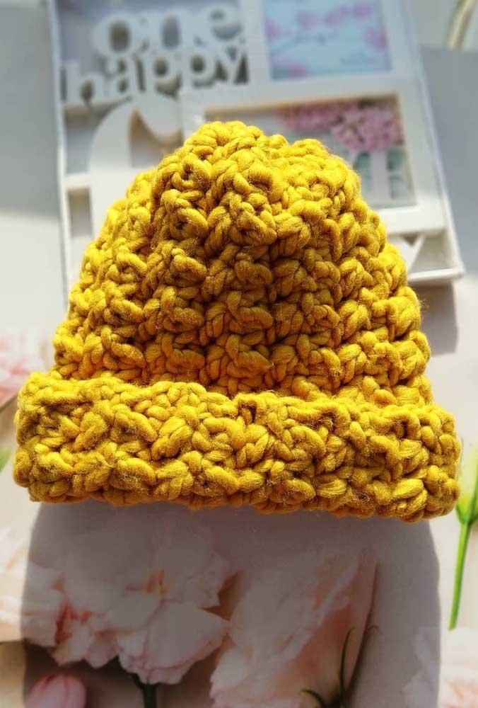 Touca em maxxi crochê. O amarelo ouro deixa a peça ainda mais bonita