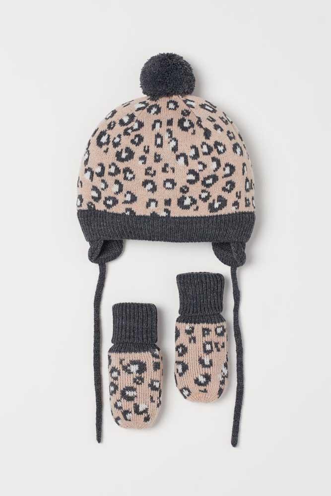 Conjunto de touca com luvas de crochê para criança. A estampa de oncinha deixa tudo ainda mais fofo!