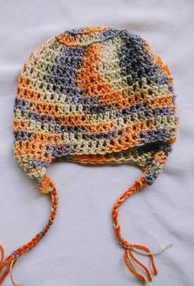 Touca de crochê colorida e mesclada