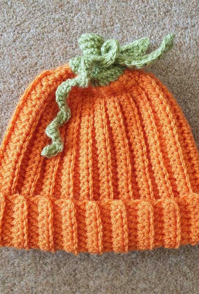 Touca de crochê livremente inspirada em uma cenoura