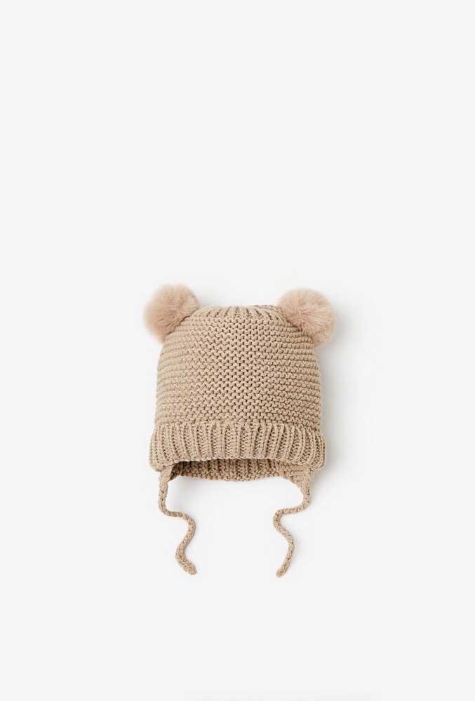Touca de crochê infantil com formato e cor de urso