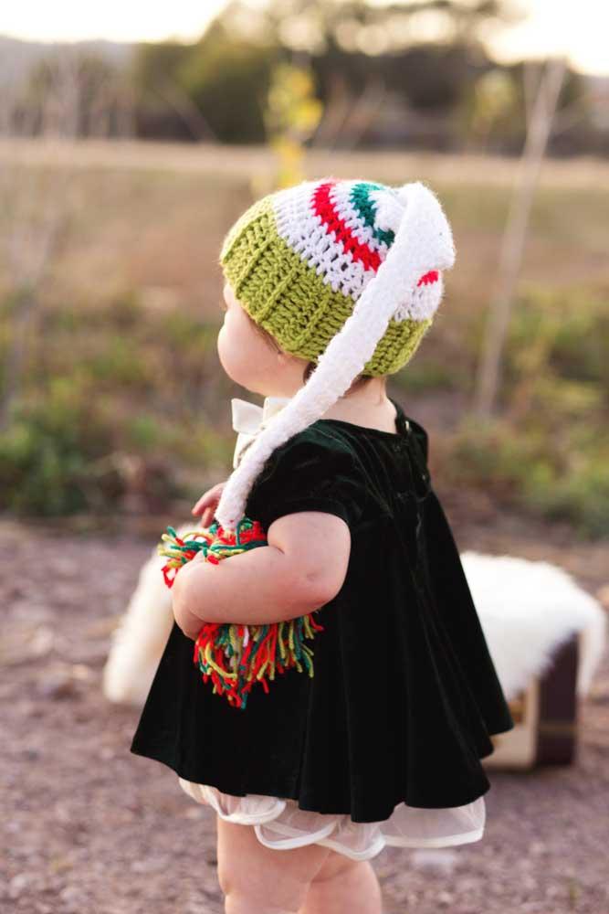 Que charme essa touca para bebê toda colorida e com pompom