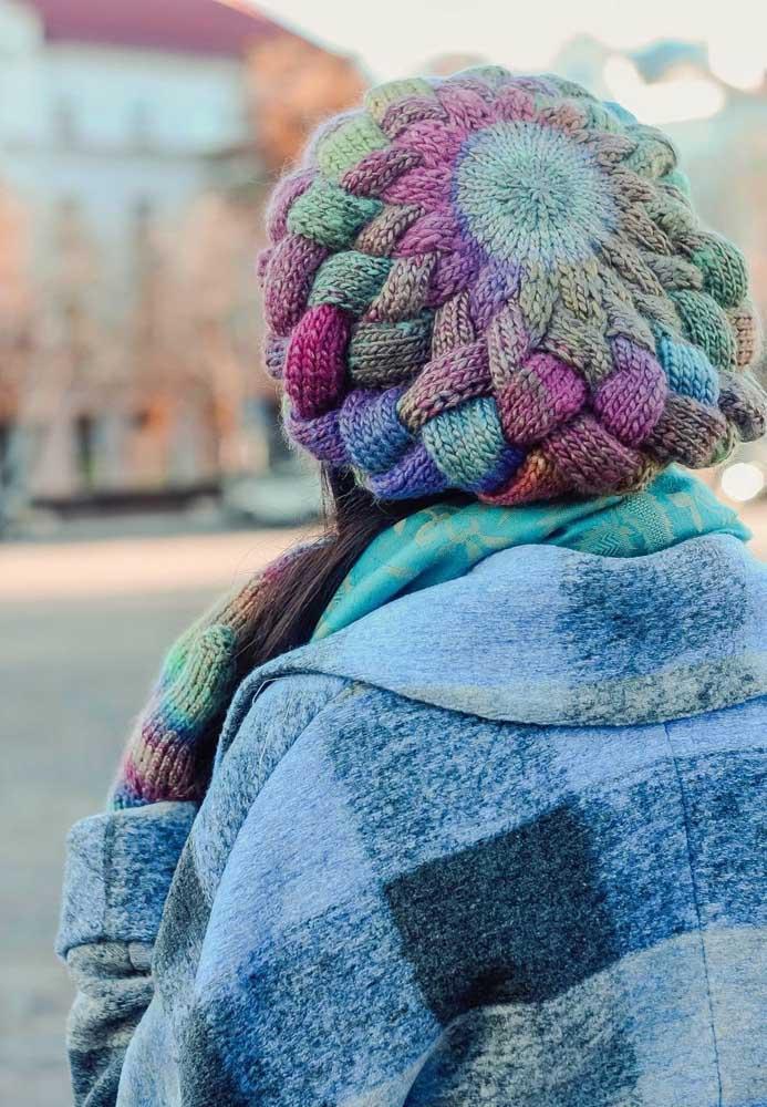Touca em estilo boina: colorida e bem feminina!