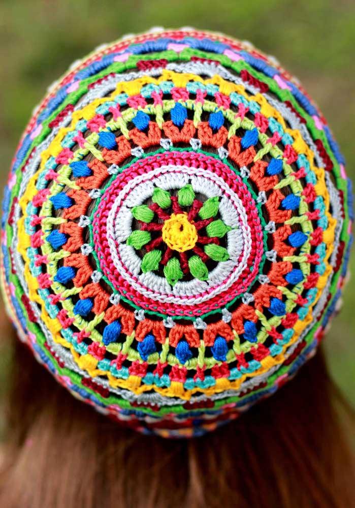 E para os mais alternativos vale apostar em um modelo de touca de crochê bem colorida