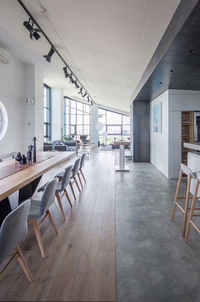 Cobertura penthouse: decoração moderna, pé direito alto e ambientes integrados são o destaque por aqui