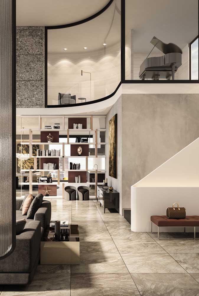 O mezanino dessa penthouse foi transformado em sala de música