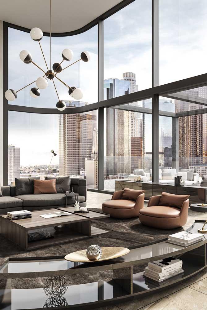 Imagina ter uma cidade inteira dentro de casa? Essa é a experiência que a vista panorâmica da penthouse oferece