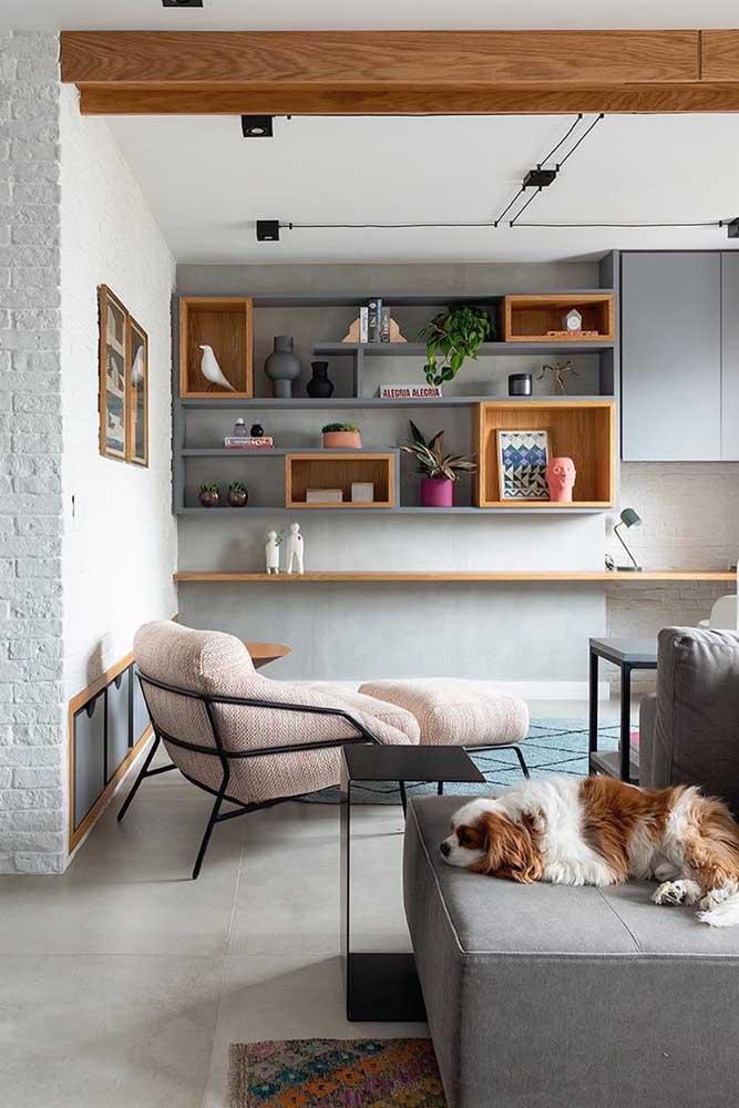 Poltrona com apoio para os pés: local perfeito para relaxar, assistir TV ou ler um livro