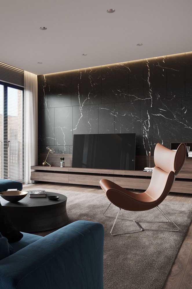 Uma poltrona com design para ser o ponto de atenção da sala de estar