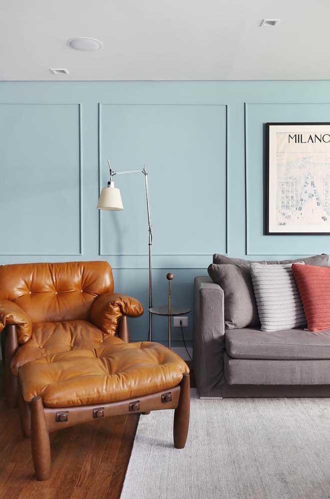 Um modelo de poltrona retrô para a sala de estar contemporânea, gostou da combinação?
