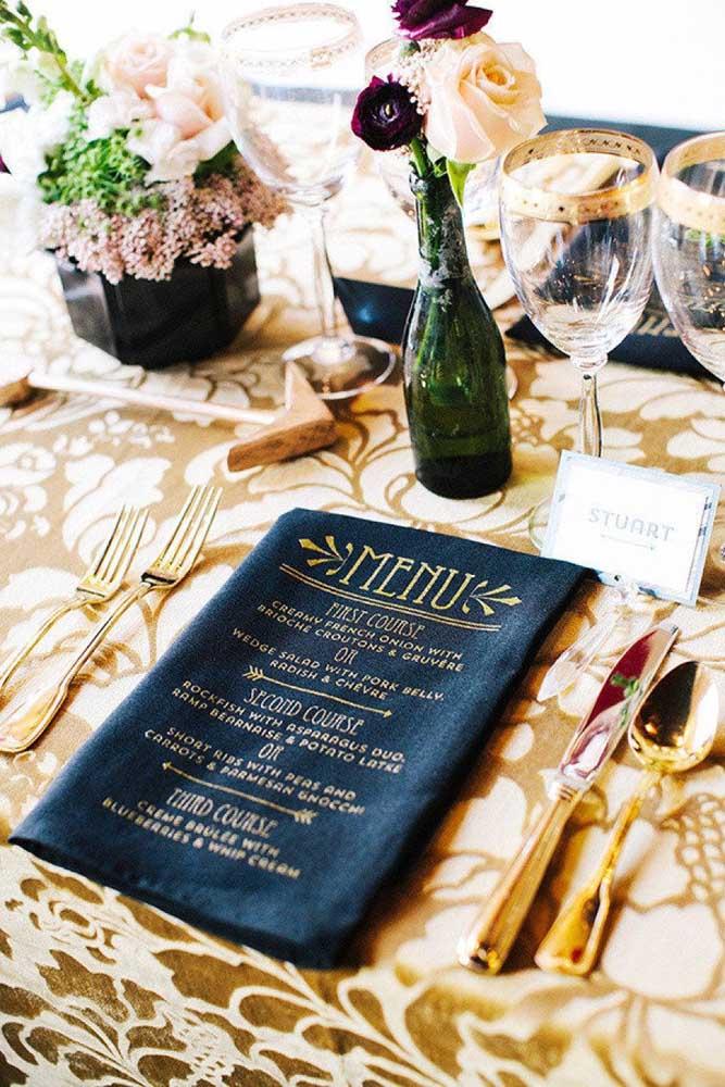 E o que acha de imprimir o menu da festa no guardanapo?