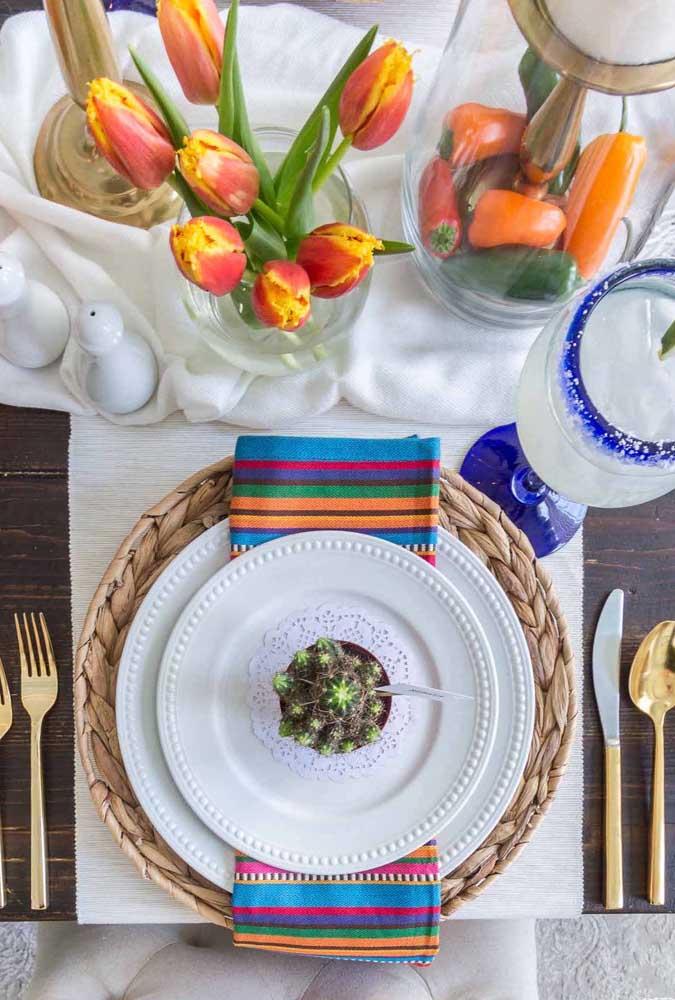 Guardanapo de tecido seguindo as cores que estão na mesa