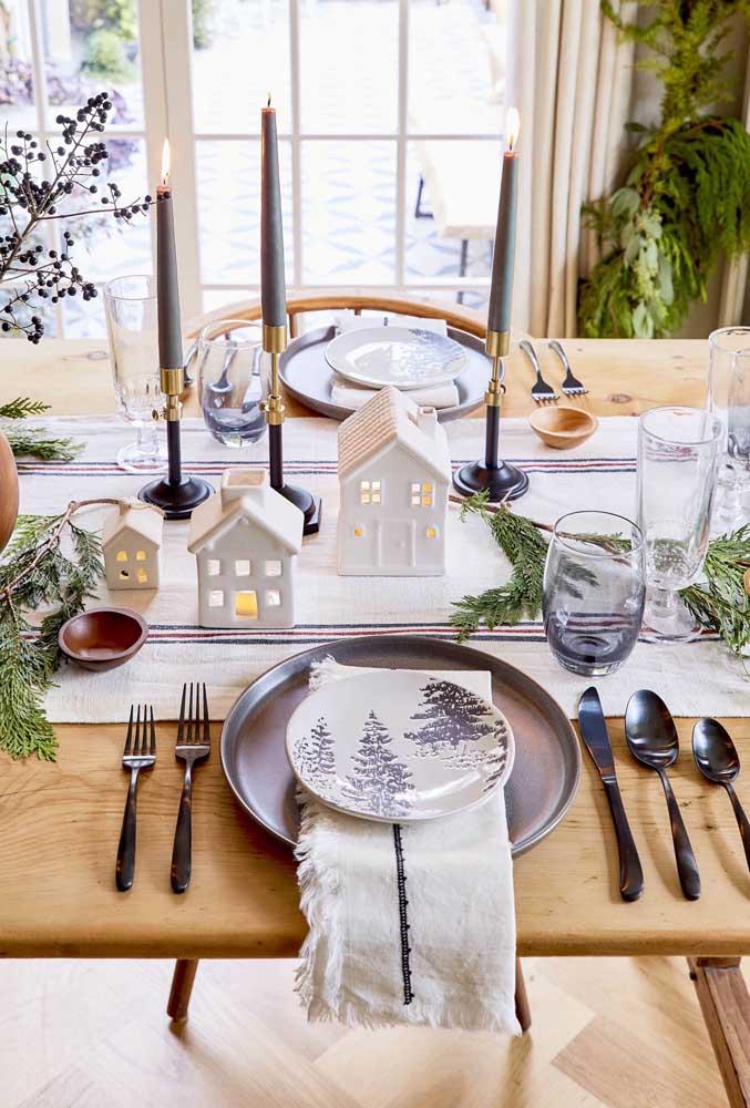 Mesa posta de natal com guardanapo e toalha de mesa em harmonia