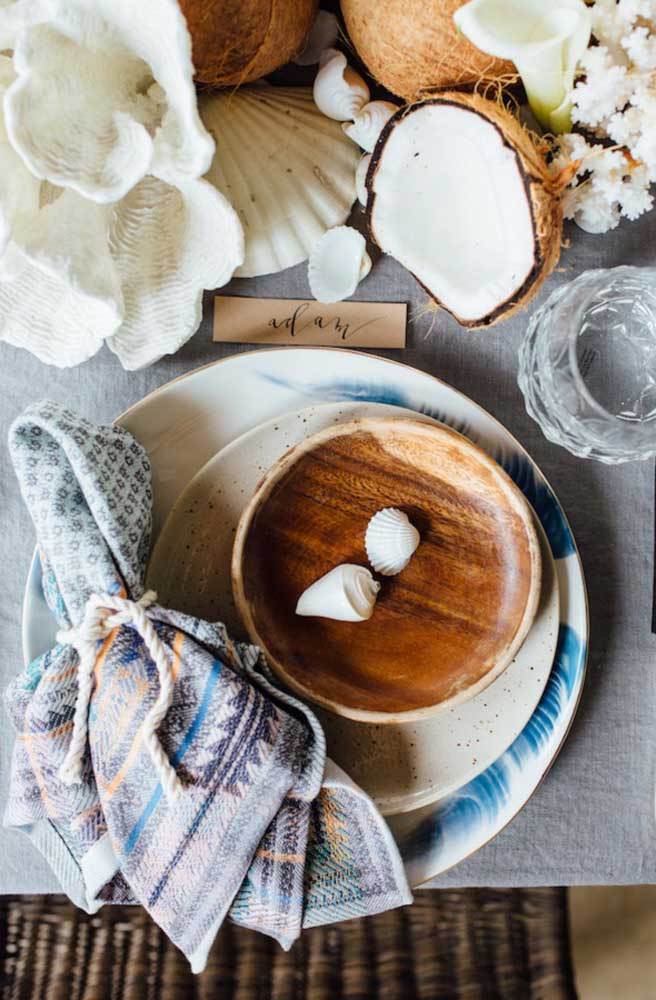 Guardanapo de tecido rústico para combinar com o tema praiano da mesa