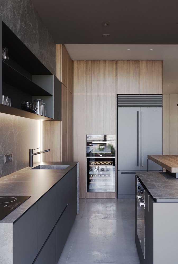 Cozinha grande moderna em tons de cinza escuro e preto