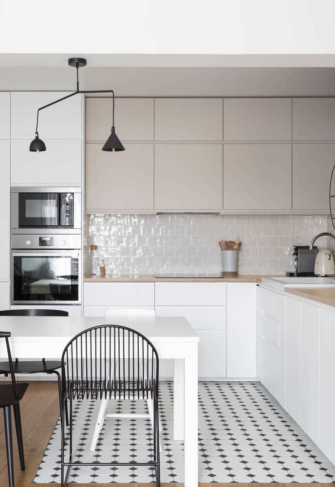 Cozinha grande integrada com a sala de jantar