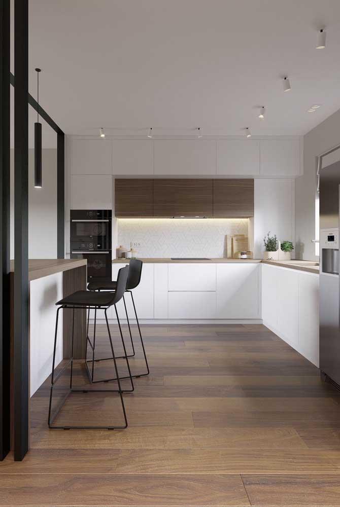 Uma cozinha grande pode ser minimalista, sem ser impessoal, como é o caso dessa aqui da imagem