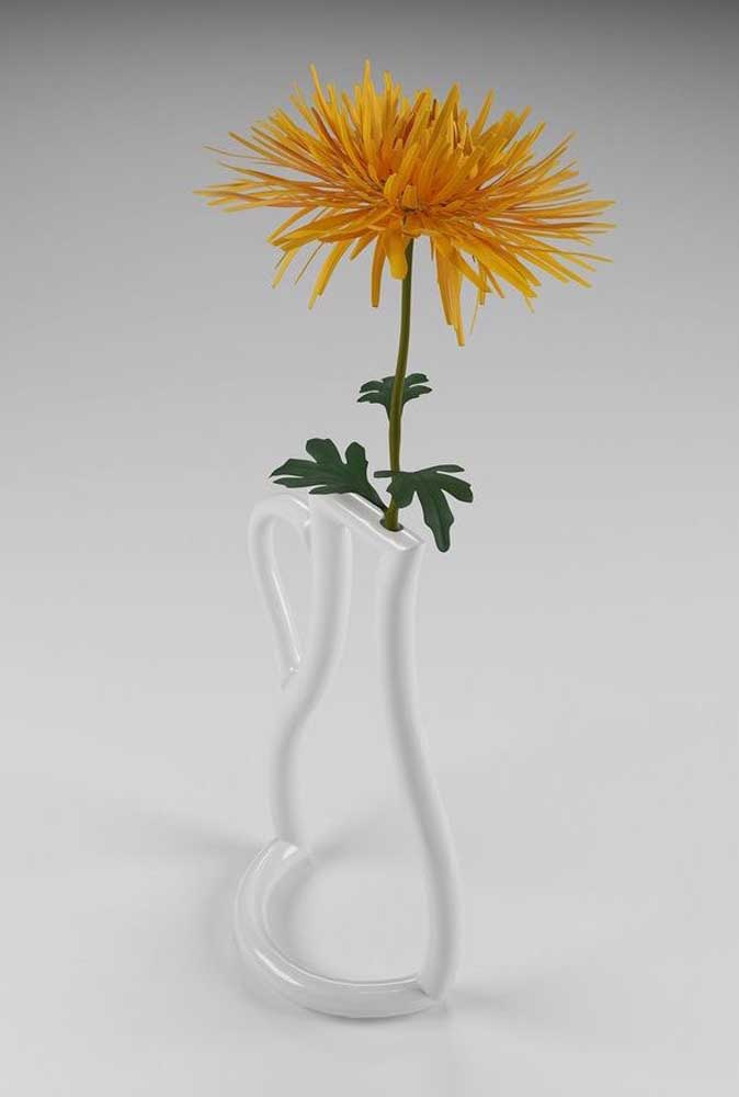 Aqui, o vasinho solitário ganhou a companhia de uma flor amarela de crisântemo
