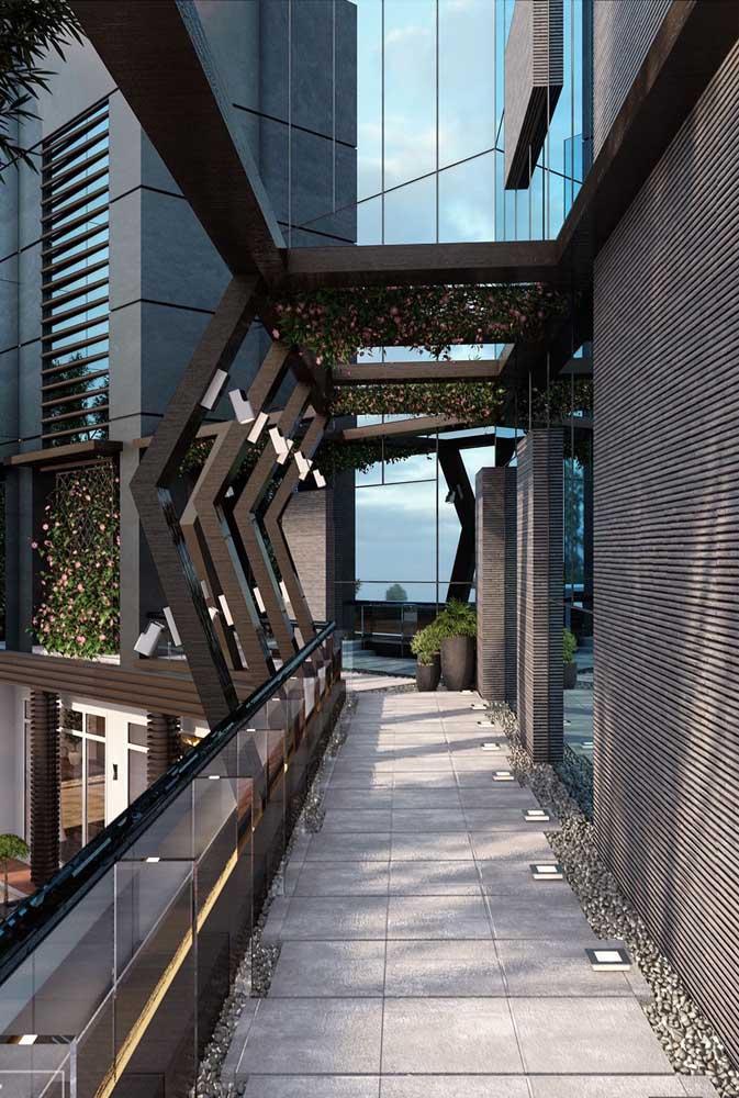 Esquadria de ferro com design diferenciado na fachada do prédio
