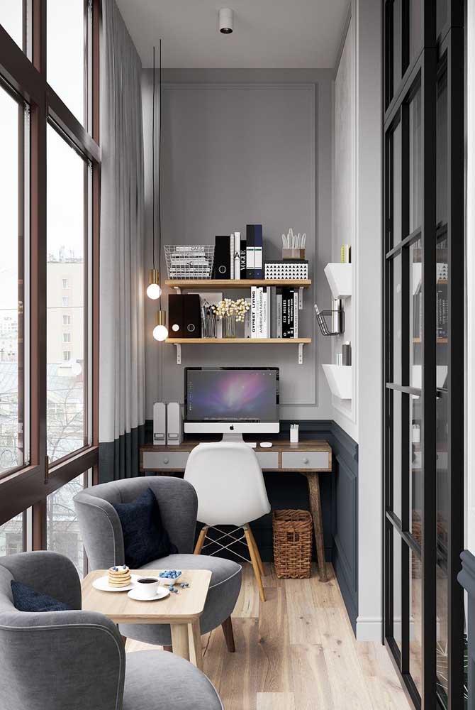 Esquadria de alumínio preta delimitando o espaço entre o home office e os demais ambientes da casa