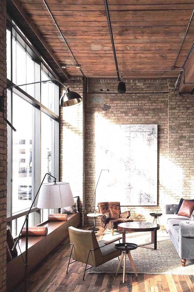 Ambientes industriais e de arquitetura brutalista são valorizados pelas esquadrias de ferro