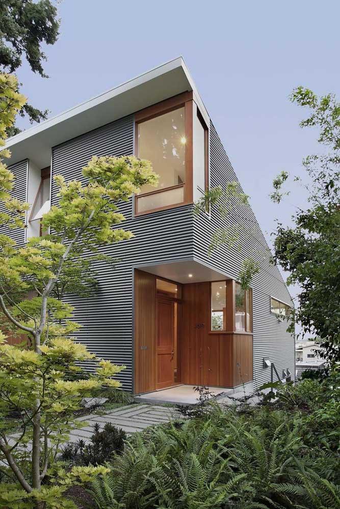 Esquadrias de madeira para a fachada moderna do sobrado