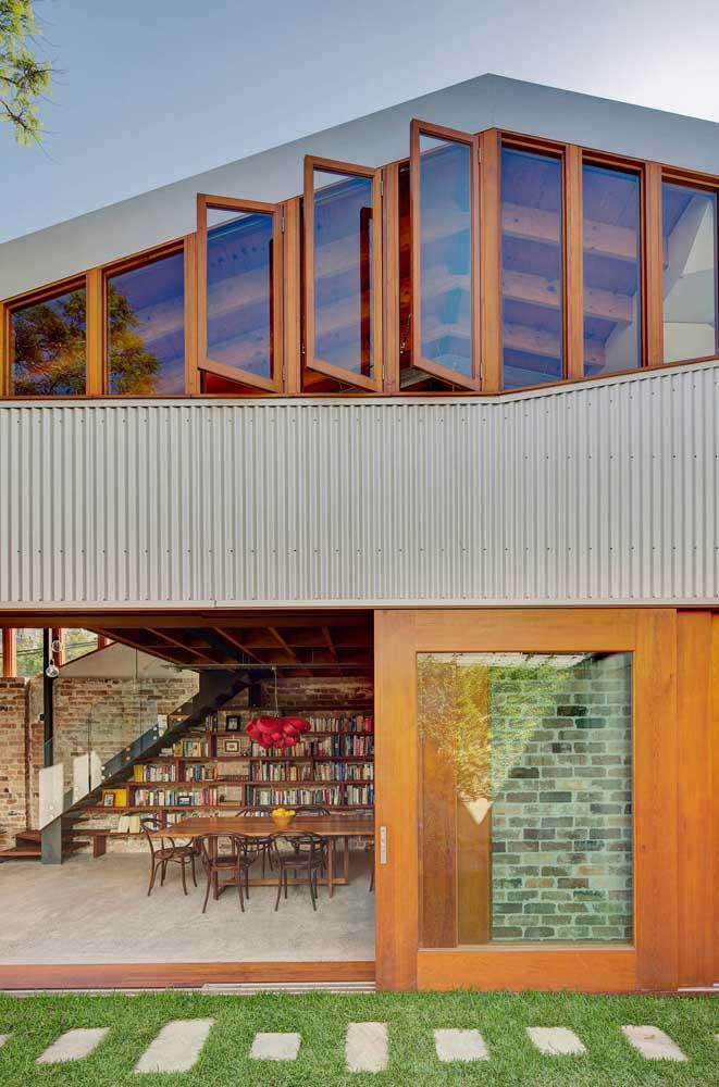 Esquadrias de madeira para as portas e janelas desse sobrado