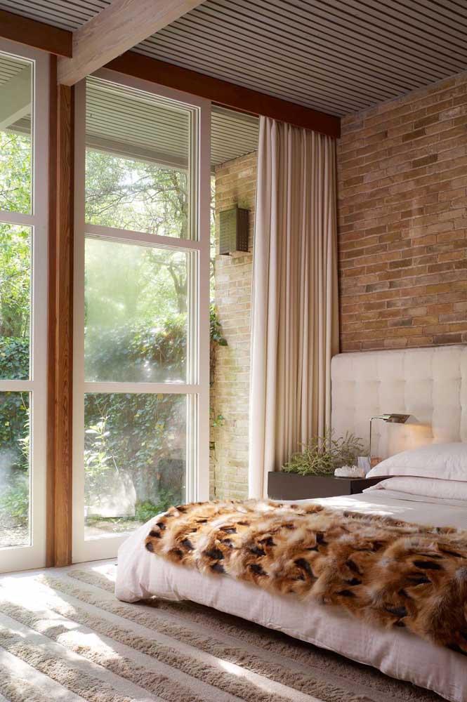Esquadria de madeira branca para o quarto rústico