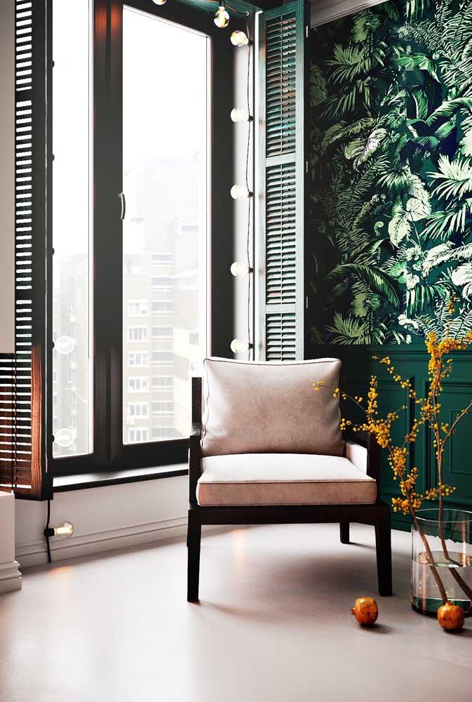 Esquadria de PVC com veneziana para uma sala de estar cheia de personalidade