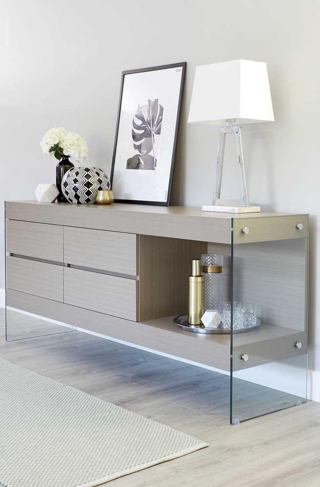 Aparador de MDF com laterais de vidro: mix de estilo para a decoração da casa