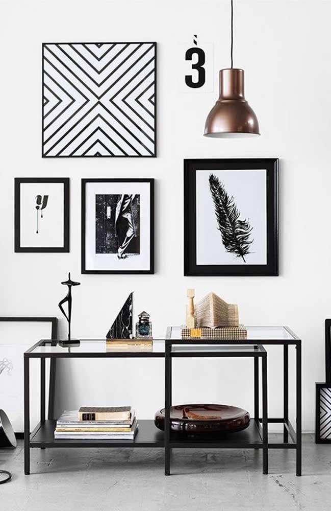 Para uma decor em preto e branco nada melhor do que um aparador de vidro