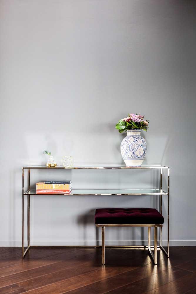 Aparador de vidro com estrutura metálica dourada. Um toque a mais de estilo e sofisticação ao móvel