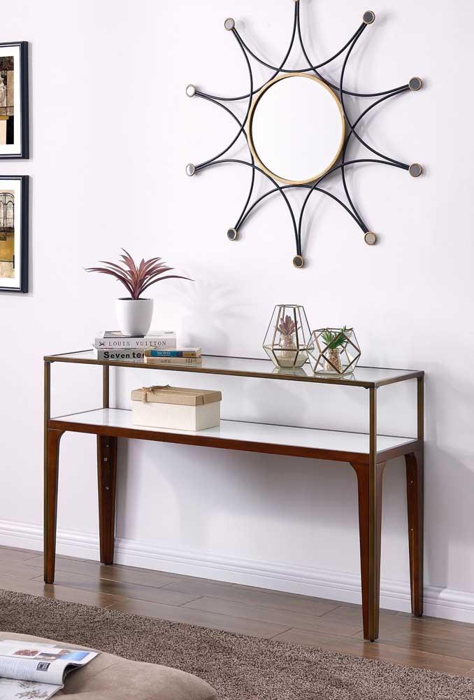 Aparador de vidro e madeira para quem deseja uma decor mais aconchegante