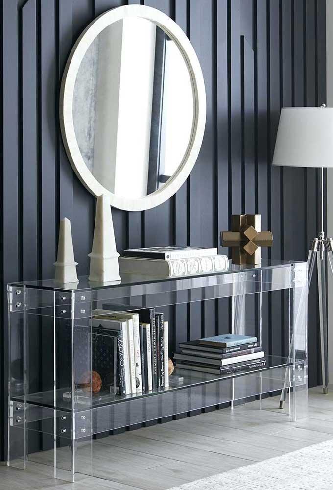 Aqui, o aparador de vidro encanta pela transparência e design clean