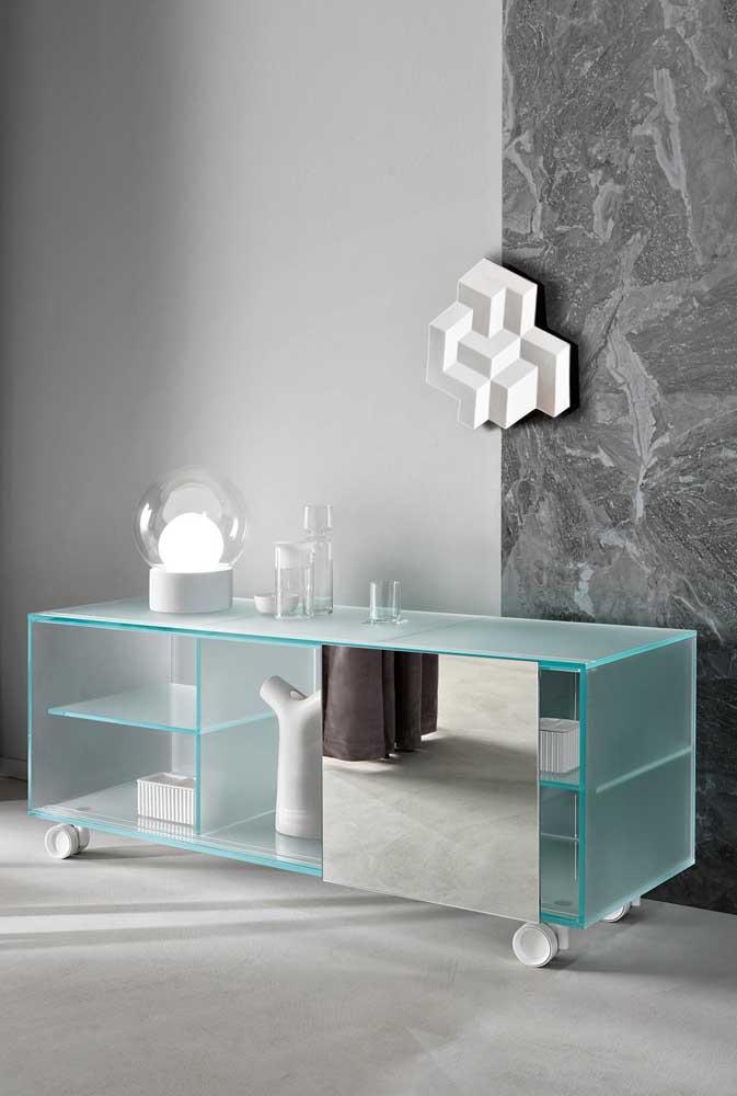 O diferencial desse aparador é o uso de vidro jateado no lugar do vidro transparente
