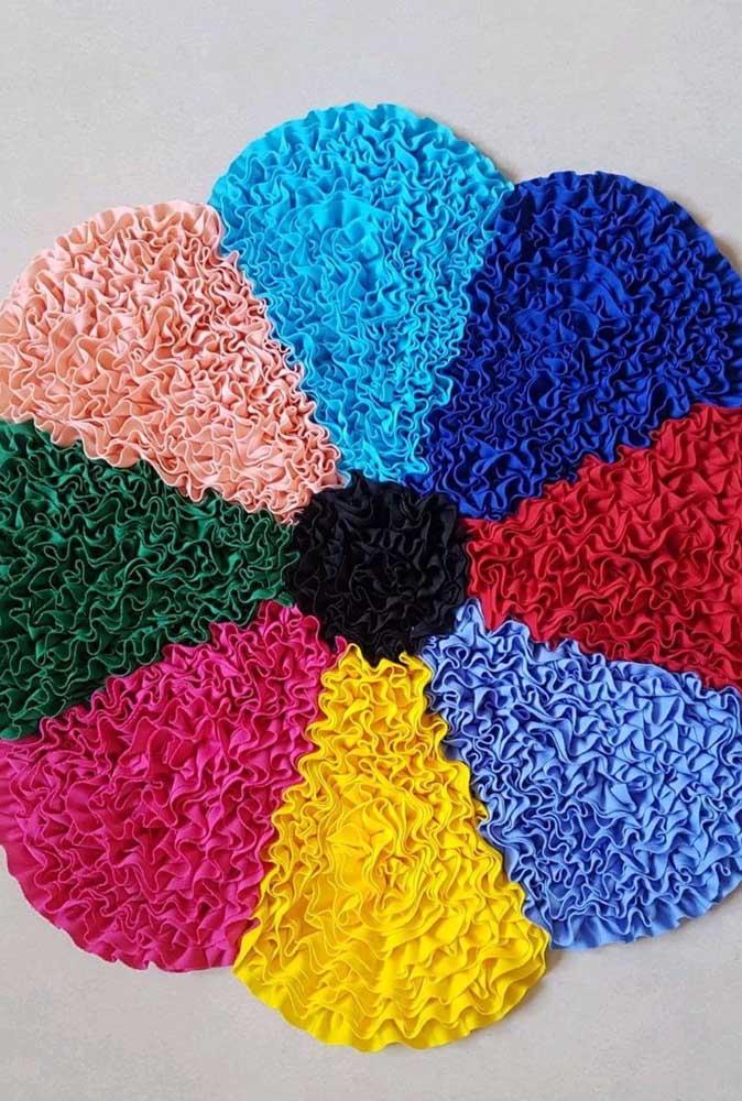 Que linda ideia! Tapete de frufru em flor. Repare que para cada pétala foi usada uma cor diferente