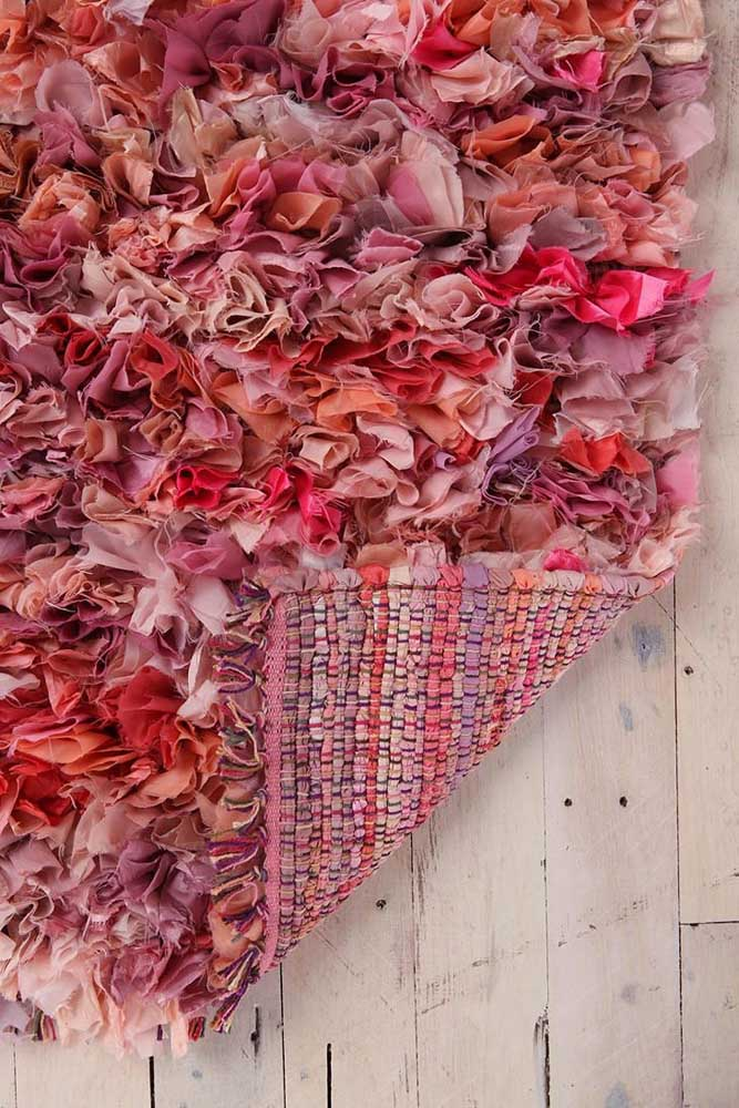 A base do tapete de frufru precisa ser reforçada e, se possível, seguir as mesmas cores do tapete