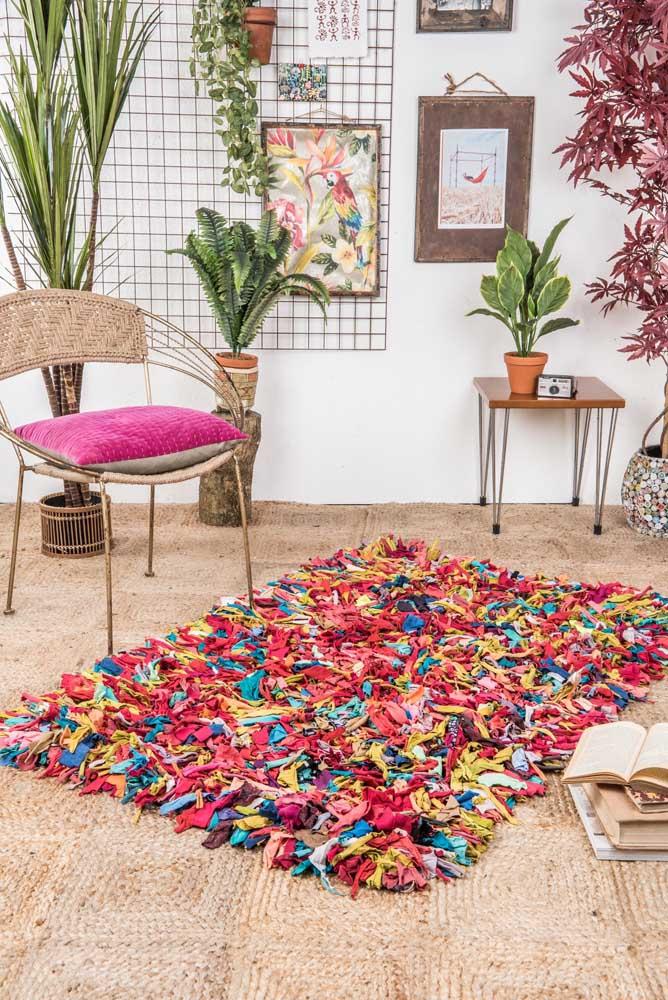 Um belo e confortável tapete de frufru. Feito para se jogar em cima!