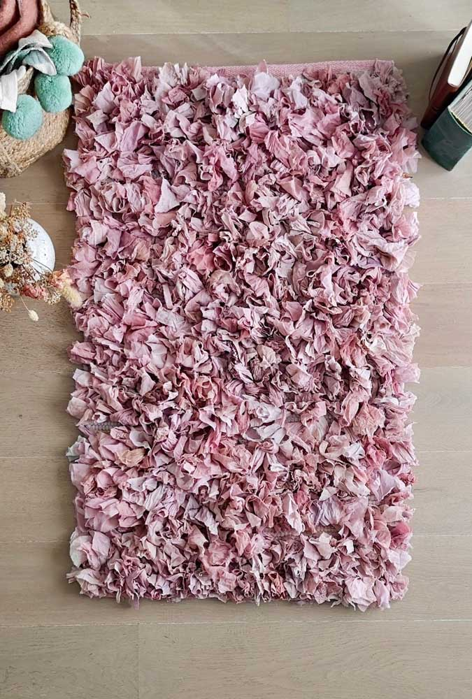 Tapete de frufru cor de rosa: um mimo para os pés