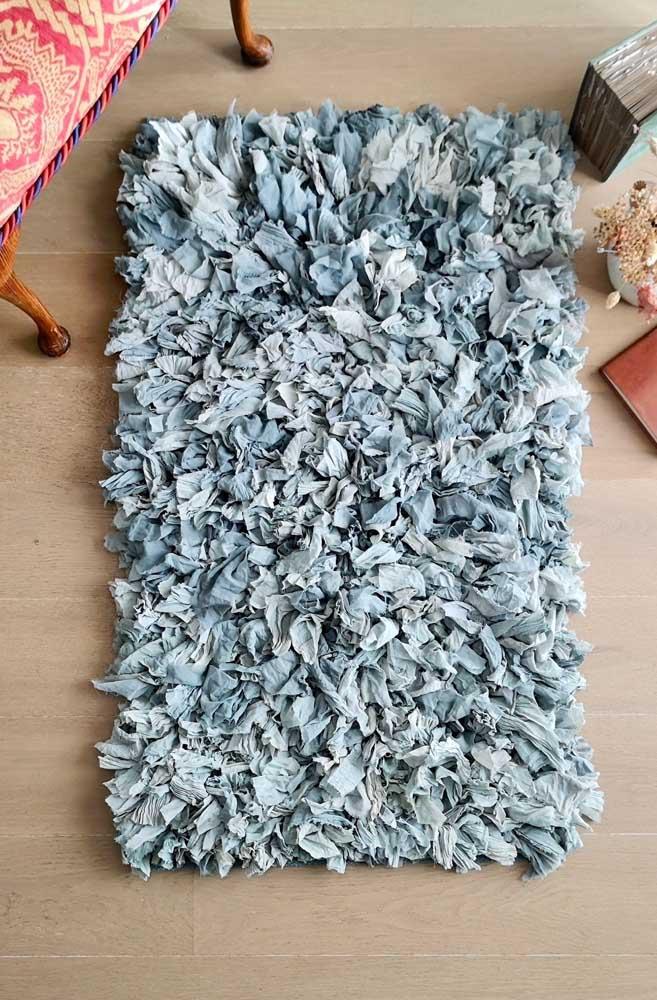 Um tapetinho de frufru para aquele cantinho relax da casa